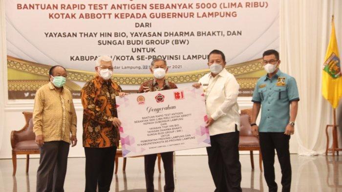 Gubernur Lampung Terima Bantuan 5000 Rapid Test dari Sungai Budi Group