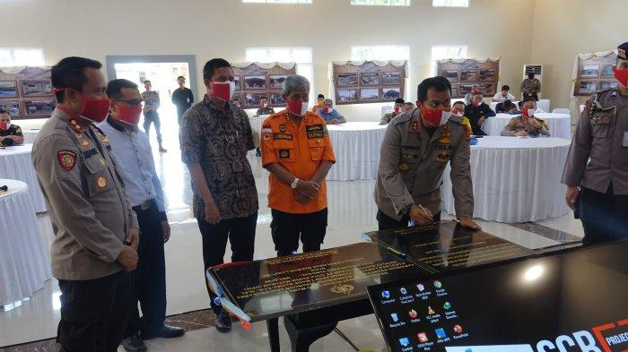 Bupati Loekman Djoyosoemarto  Resmikan GSG Rastra Sewakottama dan Lapangan Uji Praktik SIM