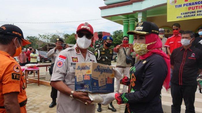 Bupati Lampung Tengah Loekman Djoyosoemarto Bantu Korban Angin Puting Beliung di Tulang bawang