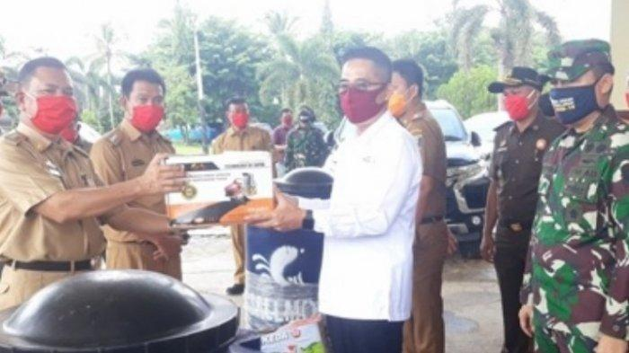 Pemerintah Kabupaten Lampung Timur Bagikan Masker dan Alat Semprot Disinfektan