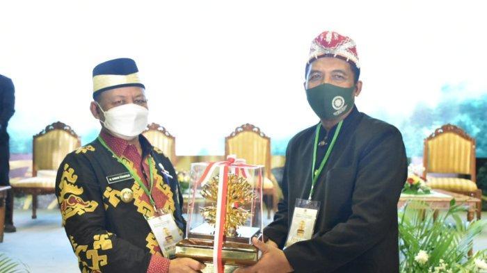 Bupati M Dawam Rahardjo Terima Penghargaan Kalpataru Kementerian Lingkungan Hidup dan Kehutanan RI