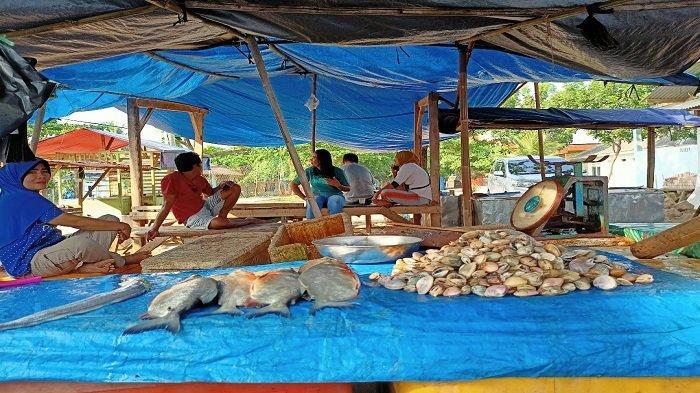 Lapak Ikan di Dermaga Bom Kalianda Lampung Diperbaiki, Pengunjung Jadi Sepi