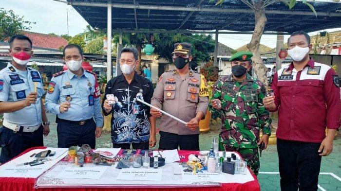 Tim Gabungan Razia Blok Hunian di Lapas Kelas IIA Kalianda Lampung Selatan, Ada Paku dan Cutter