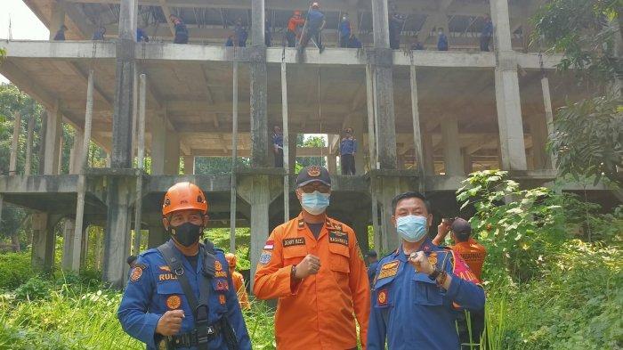 Damkar Lamsel dan Tim SAR Bakauheni Latihan Evakuasi dan Penyelamatan Korban Bencana