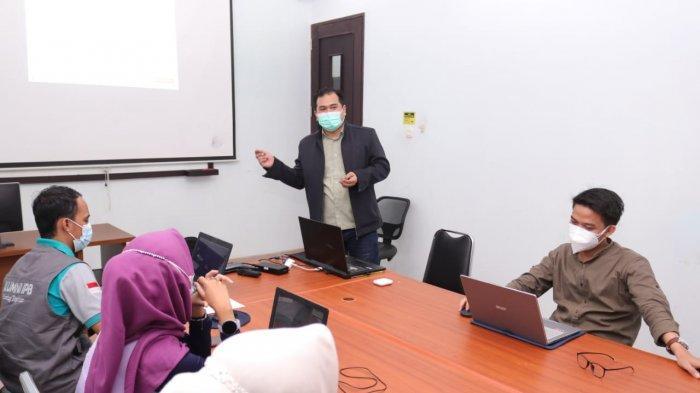 Prodi Bisnis Digital IIB Darmajaya Latih Alumni IPB Lampung Digital Marketing