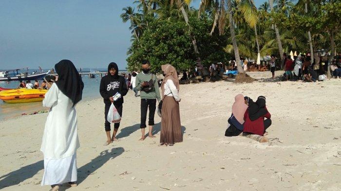 Libur Idul Adha, Pantai Mahitam Jadi Destinasi Favorit