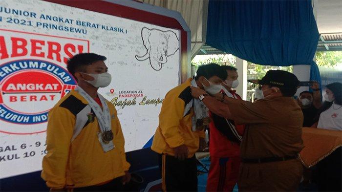 Lifter Lampung Borong Emas Invitasi Nasional Remaja dan Junior Angkat Berat 2021