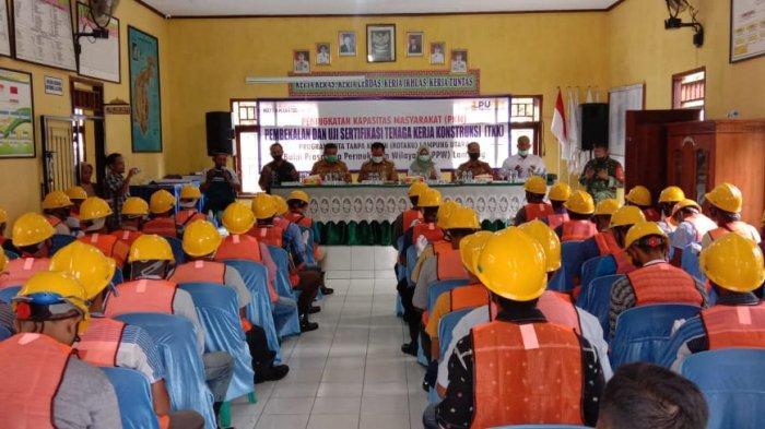 Kegiatan pembekalan dan uji sertifikasi tenaga kerja konstruksi (TKK) oleh LPJK Lampung.