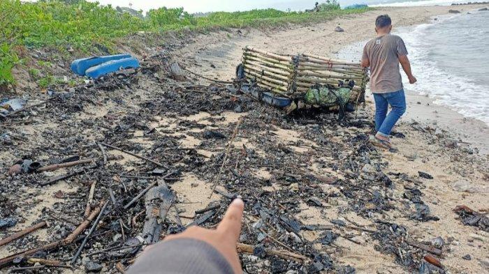 Camat Cek Limbah Aspal di Pantai Kalianda Lampung Selatan