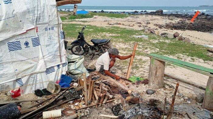 Limbah Aspal di Pantai Kalianda Lampung Selatan Sudah Ada sejak Sepekan Lalu