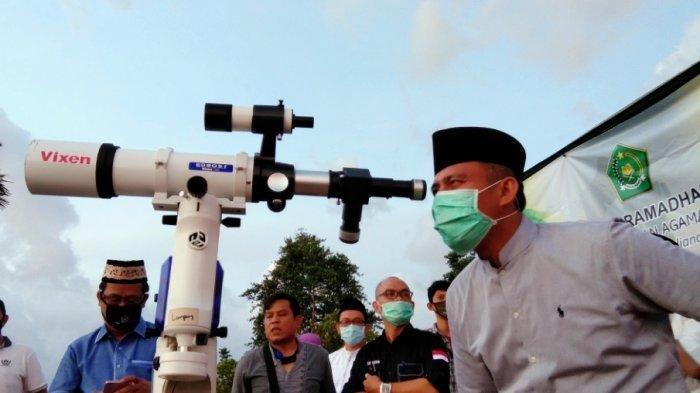 Ilustrasi pengamatan hilal di Bukit Gelumpai, Desa Canti, Lampung Selatan, Kamis (23/4/2020). Pada Selasa (11/5/2021), rencananya pemerintah akan menggelar sidang isbat penetapan Hari Raya Idul Fitri 1442 H.