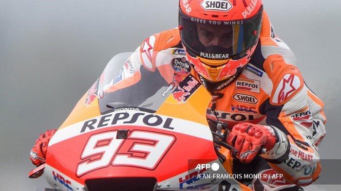Pembalap Spanyol Repsol Honda Team Marc Marquez mengendarai motor selama sesi latihan bebas ketiga dalam MotoGP Prancis 2021 di Sirkuit Le Mans, Prancis, pada 15 Mei 2021. Tayangan live MotoGP Prancis 2021 yang berlangsung di Sirkuit Le Mans, Prancis. Marc Marquez sadar diri tak lagi digdaya di semua lintasan.
