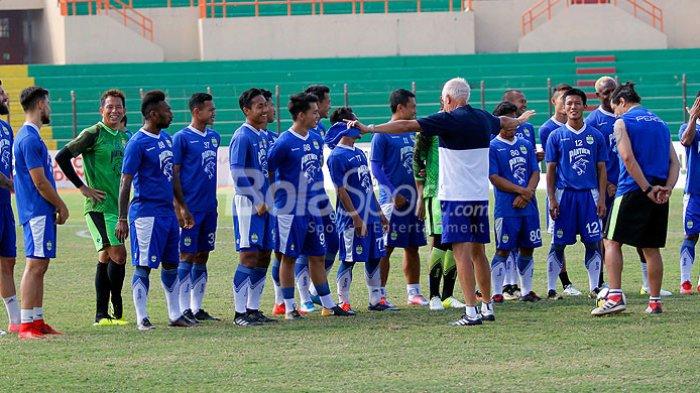 Tak Hanya Mario Gomez,  Persib Bandung Juga Pecat Asisten Pelatih Fernando Soler