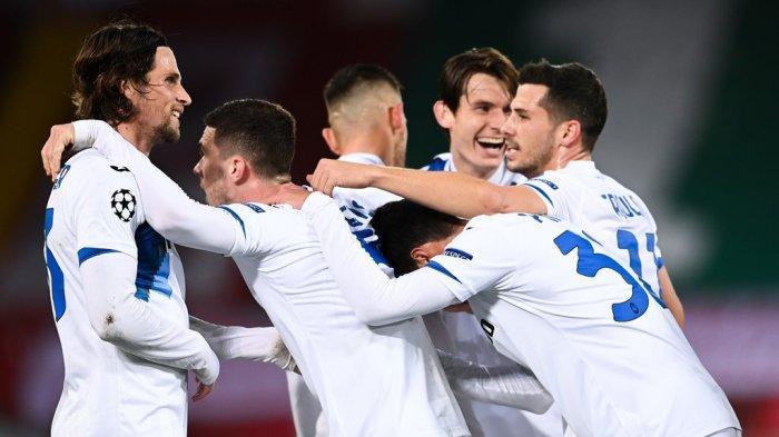 Para pemain Atalanta merayakan gol ke gawang Liverpool dalam matchday keempat Grup D Liga Champions di Anfield, Kamis (26/11/2020) dini hari WIB.