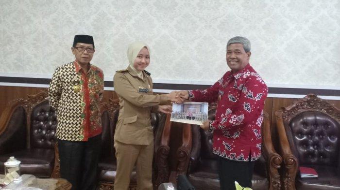 Loekman Ajak Siswa IPDN Jaga Nama Lampung Tengah