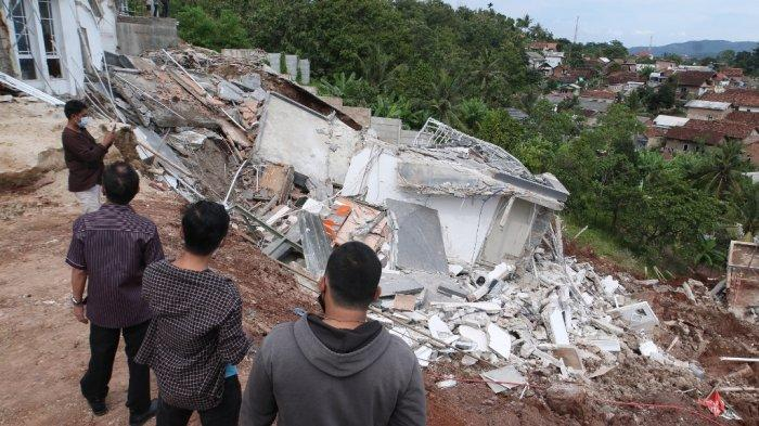 Pemkot Bandar Lampung Pastikan 2 Rumah Mewah Roboh di Citraland Sudah Berizin