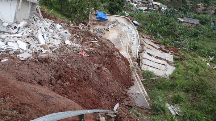 Takut Longsor Susulan, Penghuni Citraland Bandar Lampung Mengungsi