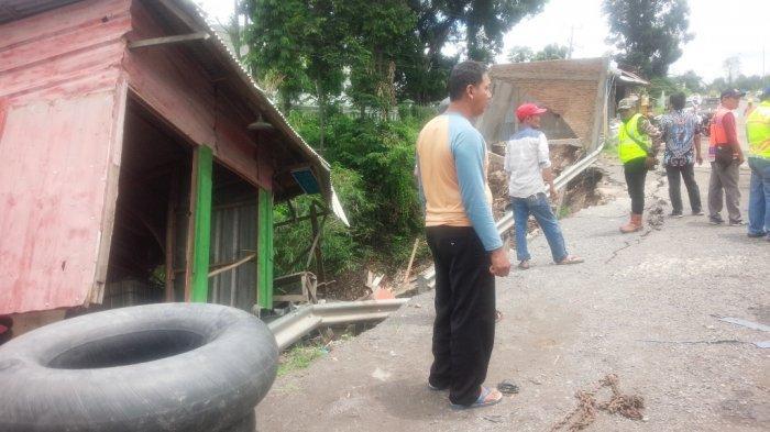 Kios dan Rumah Ambles, Kerugian Korban Longsor di Panjang Ditaksir Rp 80 Juta