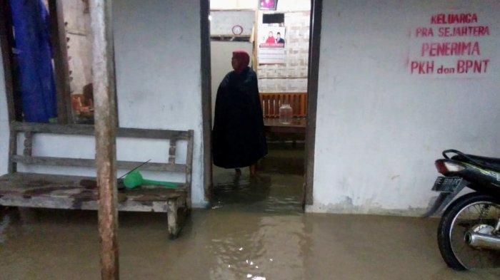 Sungai Way Sekampung Meluap, Halaman Rumah Warga Sragi dan Palas Terendam Air