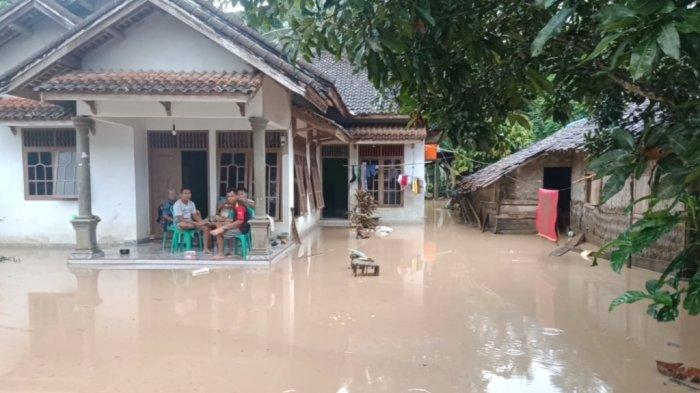 BREAKING NEWS Luapan Sungai Genangi 2 Desa di Kecamatan Bulok Tanggamus