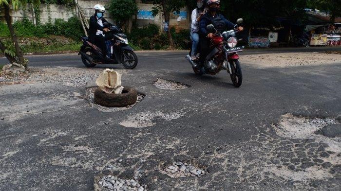 Lubang Besar di Jalan P Emir M Noer Bandar Lampung