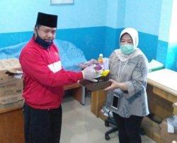 Majelis Taklim Rachmat Hidayat Donasi Makanan untuk Perawat RSUDAM