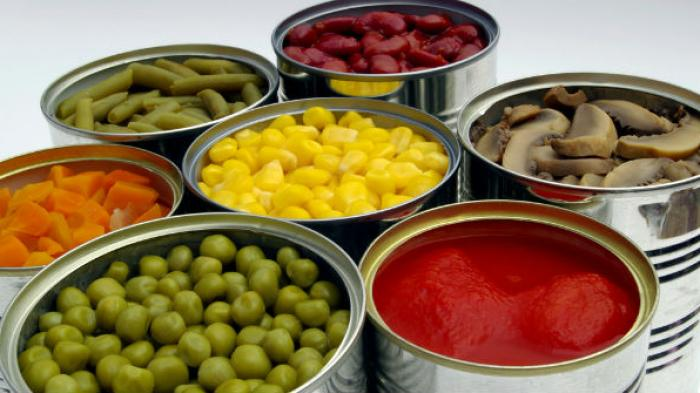 Apa Bahayanya Konsumsi Makanan Kaleng yang Penyok?