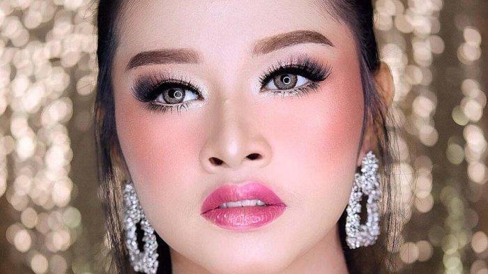 Tutorial Make Up Glowing untuk Pesta ala MUA Lampung Ina Yustina