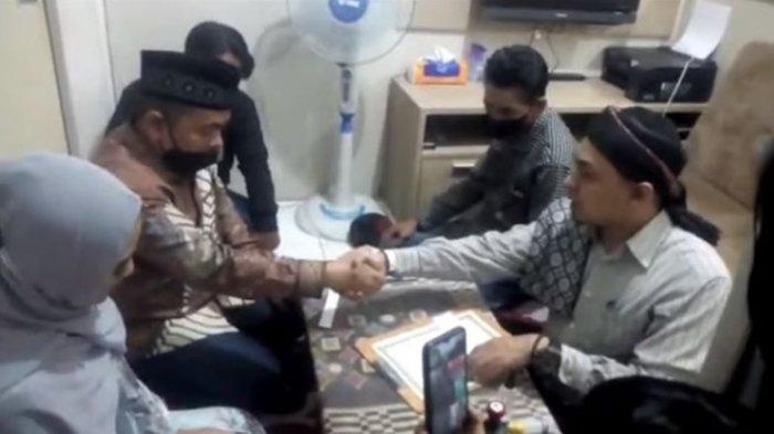 Momen Pernikahan Ayah Taqy Malik dengan Marlina Octoria