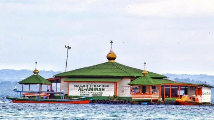 Syahdunya Masjid Terapung di Tengah Laut Berpadu dengan Indahnya Pantai Sari Ringgung Pesawaran