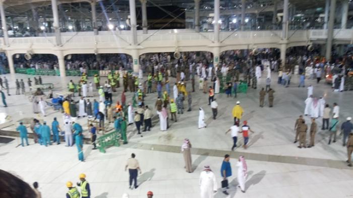 Minum Zam-zam, Rohmat Terhindar Crane Jatuh di Masjidil Haram