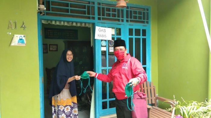 MTRH Lampung Semprot Disinfektan dan Bagikan Masker di 3 Kelurahan Kecamatan TbU