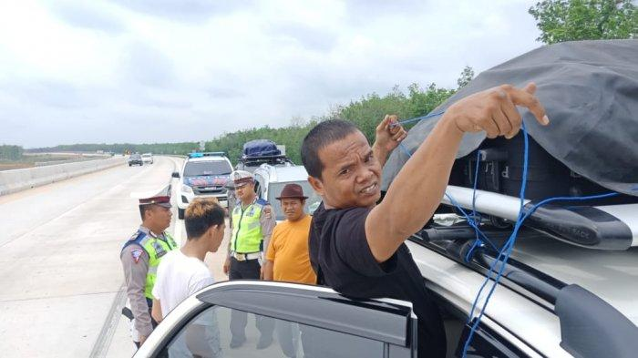 Masuk Libur Nataru, Tol Terpeka Mulai Ramai Kendaraan, Polres Mesuji Bantu Kawal Pengemudi