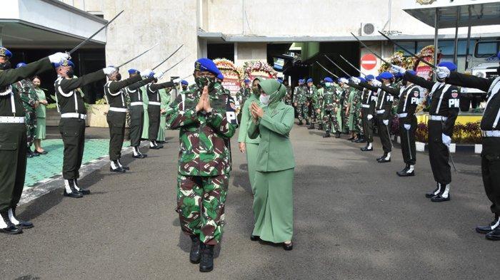 Mayjen TNI Chandra W Sukotjo Lulusan Akmil 88 resmi jabat sebagai Danpuspomad menggantikan Letjen TNI Dodik Wijanarko yang memasuki masa purna tugas.