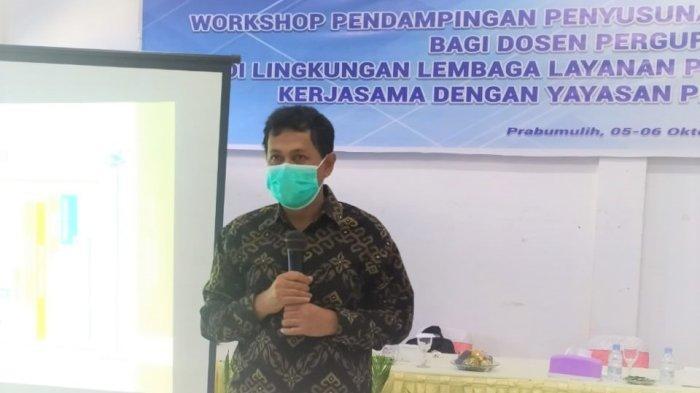Dr Achyani UM Metro  Beri Pendampingan Penyusunan Proposal Penelitian di Prabumulih