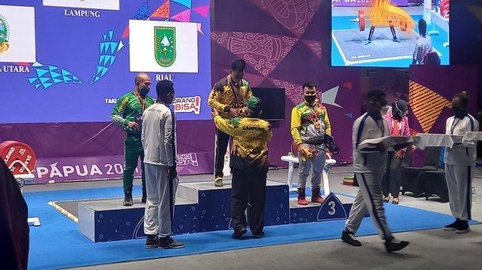 Atlet Lampung Viki Aryanto Raih Medali Emas Cabor Angkat Berat PON XX Papua 2021