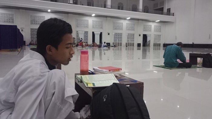 Dengarkan Taklim dan Perbanyak Ibadah di Penghujung Ramadan