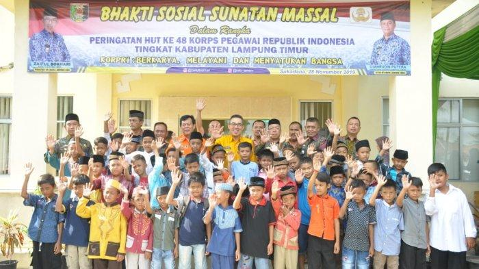 Peringati HUT Korpri ke- 48, Pemkab Lampung Timur Adakan Acara Bakti Sosial Khitan Masal