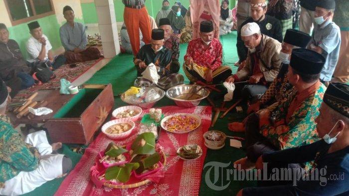 Mengintip Ritual Bersih Pusaka Pangku Paliare di Lampung Barat, Tradisi Adat Semende