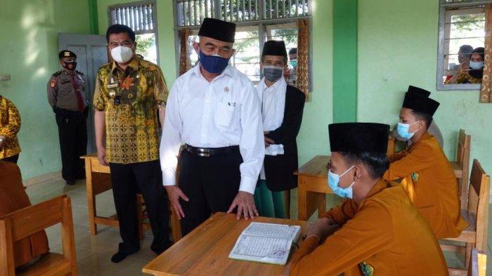 Menko PMK Muhadjir Effendy Apresiasi Penyelenggaraan Pembelajaran Tatap Muka di Lampung Tengah