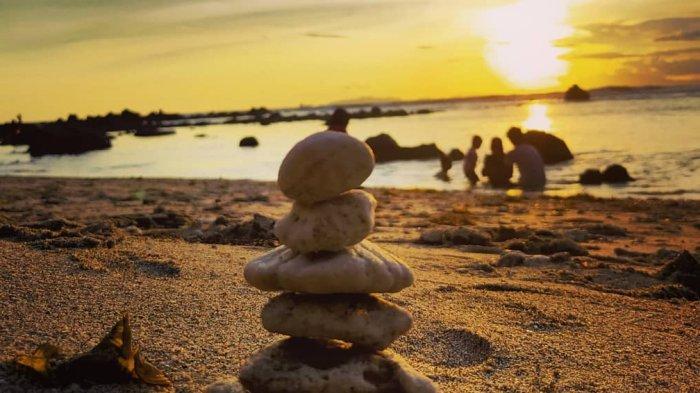 Tempat Wisata di Lampung, Indahnya Sunset dari Atas Bebatuan Eksotis di Pantai Semukuk