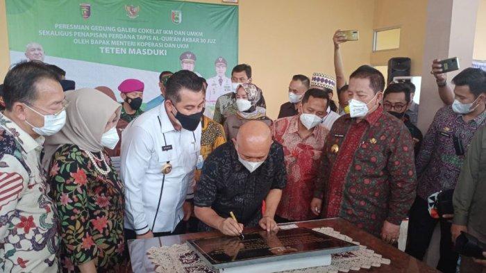 Menteri Teten Masduki Resmikan Gedung Galeri Cokelat IKM dan UKM di Pesawaran Lampung