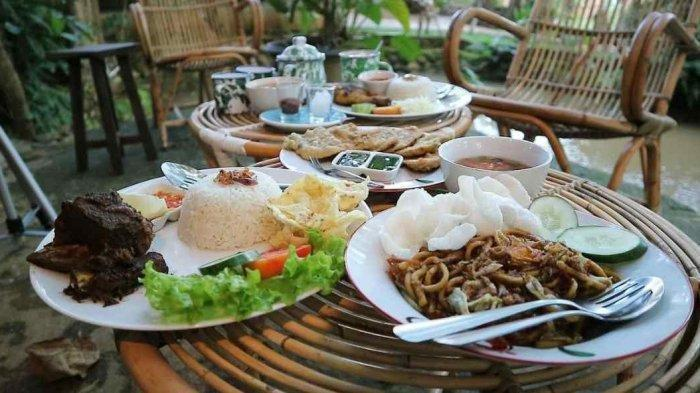 Kuliner Lampung - Rekomendasi Menu Tradisional di Maknoni Village, Ada Wedang Uwuh