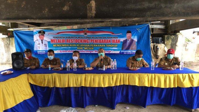 Dalam rangka menjaga kelestarian alam, Pemerintah Kabupaten Mesuji melalui Dinas Kelautan dan Perikanan (DKP) melakukan penebaran (restocking) benih ikan di Sungai Kabung, Wiralaga.
