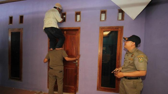 Pak Kades Datangi Rumah Staf Wanita Malam-malam, Loncat Jendela saat Digerebek Warga