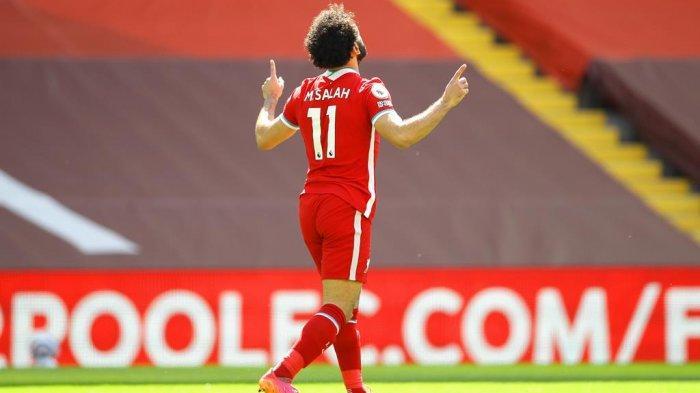 Penyerang Liverpool Mohamed Salah mencetak gol ke gawang Newcastle United dalam lanjutan Liga Inggris, Sabtu (24/4/2021) malam WIB. Striker asal Mesir ini menjadi pemain Liverpool pertama yang mencetak minimal 20 gol dalam tiga musim Premier League berbeda.