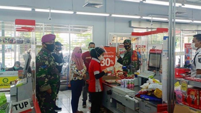 Babinsa Koramil 410-05/TKP Sertu Sony Pantau Prokes di Mall Kartini