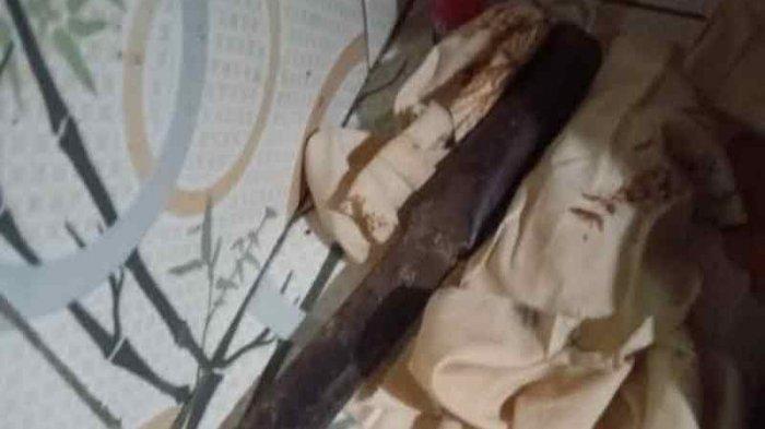 Motor Karyawan Swasta Hilang di Dalam Rumah, Pelaku Tinggalkan Parang dan Botol Minyak