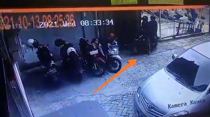 Motor Karyawati Bank di Bandar Lampung Hilang, Aksi Pelaku Terekam CCTV