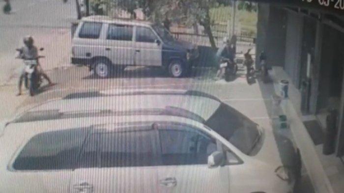 Motor Pelanggan Rumah Makan di Jalan Antasari Bandar Lampung Raib, Aksi Pelaku Terekam CCTV